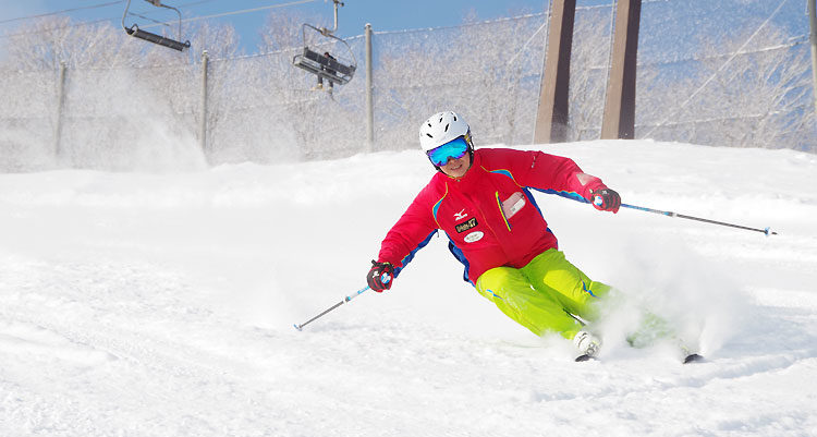 Skier 'hakuba47 Instructor' demonstrating advance turning to his lesson